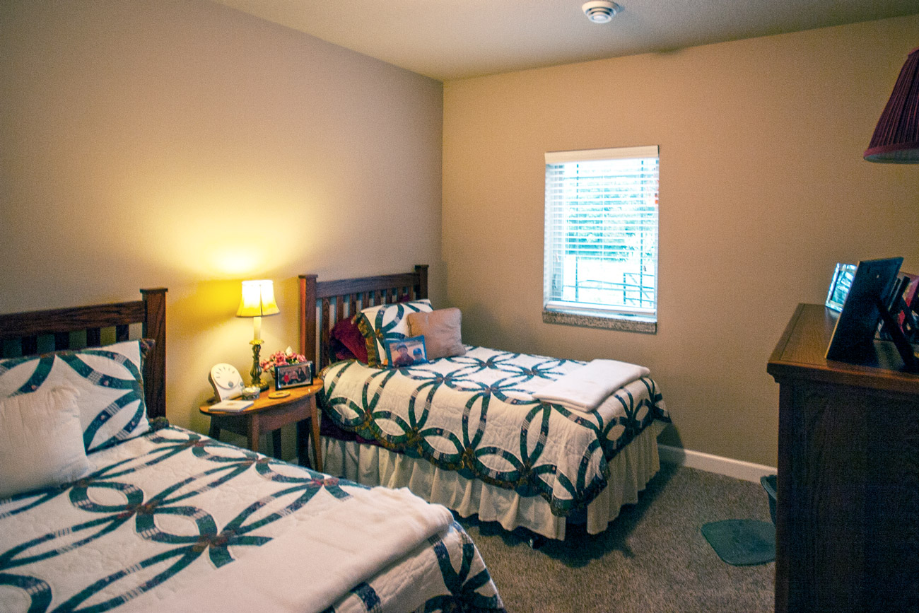 Suncrest room with 2 twin beds